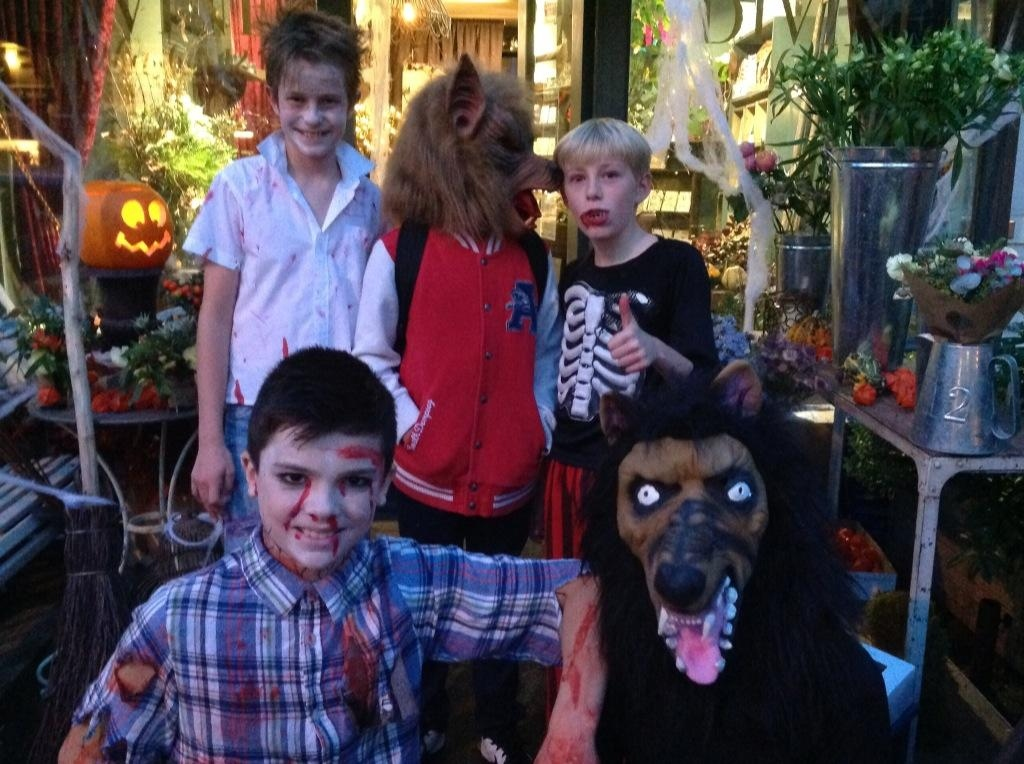 Trick-Or-Treaters visit Divine at No 12